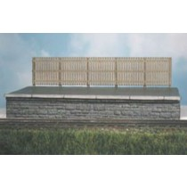 437 MODERN STYLE WOODEN FENCING