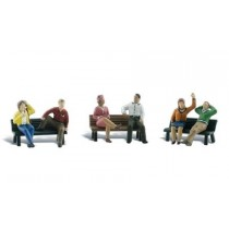 A1924 PEOPLE ON BENCHES HO/OO GAUGE